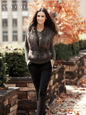 Demi Moore with a weight of 54.4 kg and a feet size of 6 in favorite outfit & clothing style